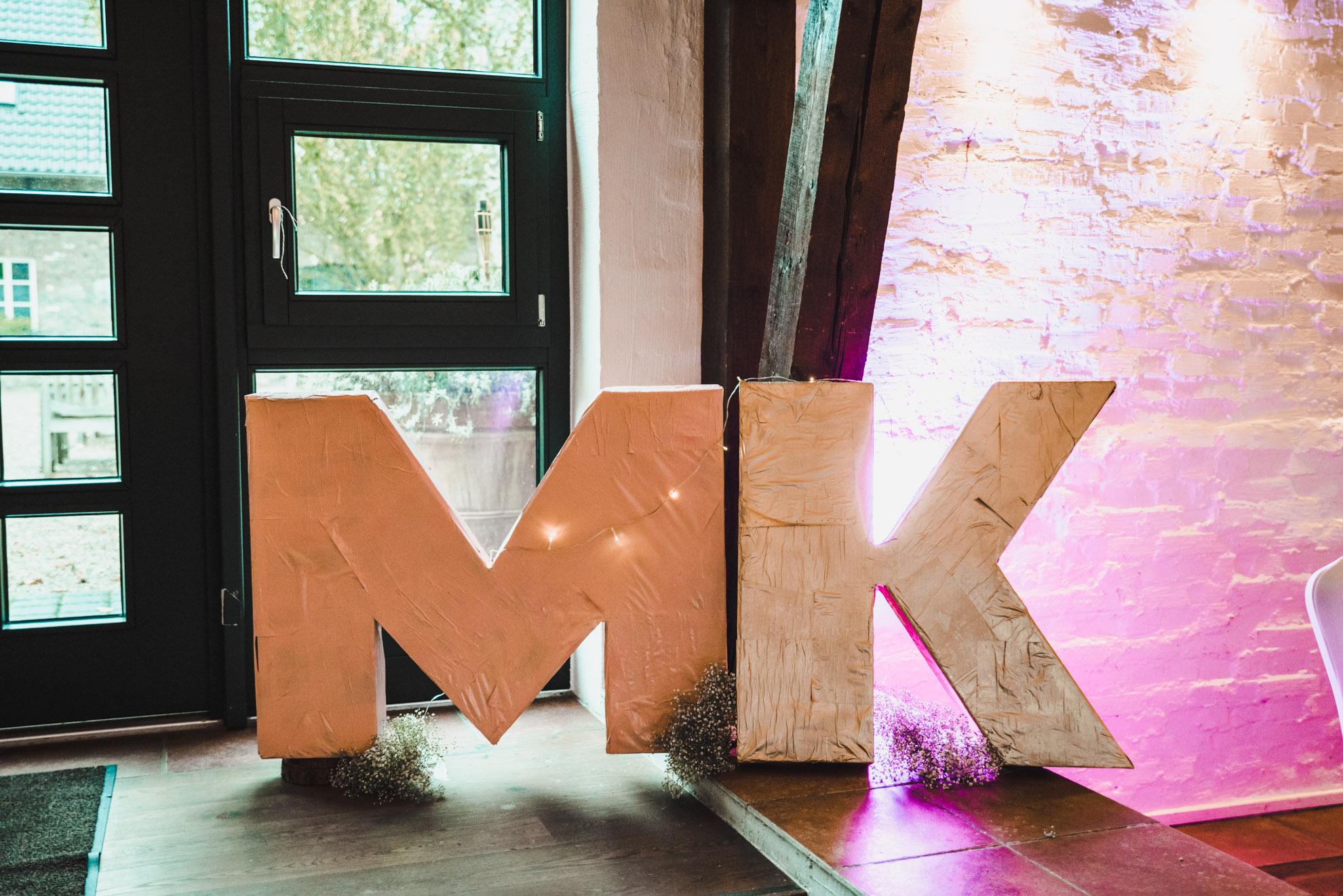M&K web-270